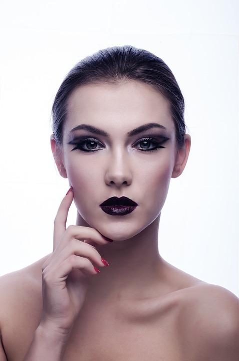 femme maquillée